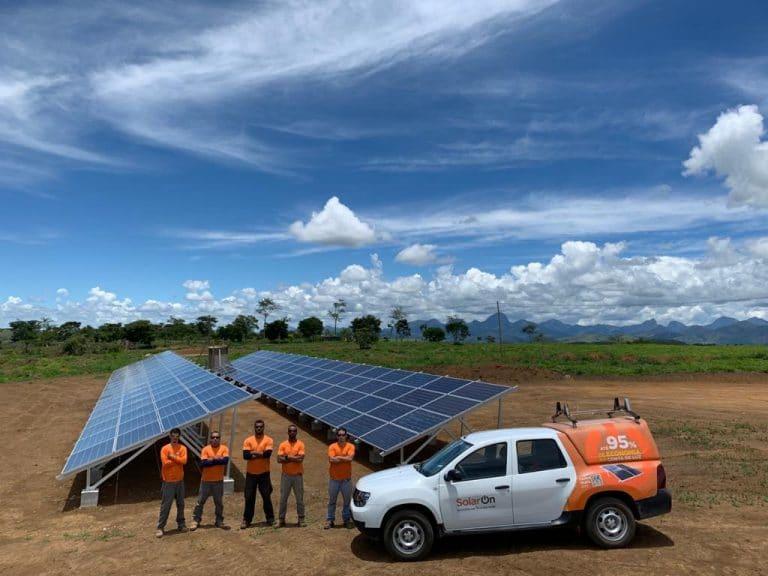 Equipe SolarOn entrega projeto em propriedade de Bruno Gagliasso